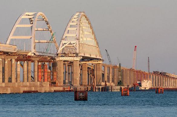 Житель Керчи опубликовал видео с движением поезда по Керченскому мосту