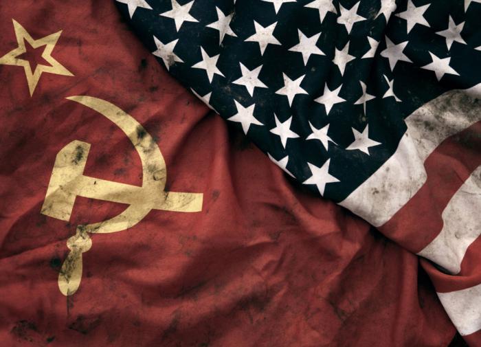 Васильев: США считают, что СССР развалился из-за гонки вооружений