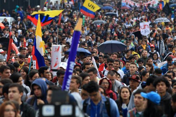 В Колумбии во время массовых протестов пострадали десятки человек