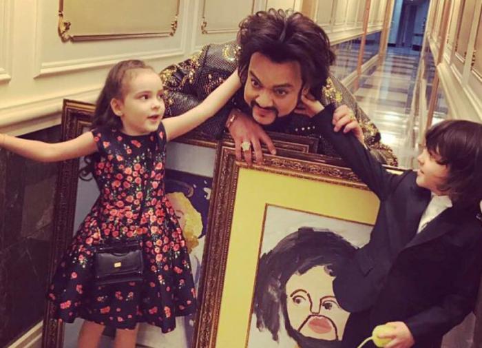 Поклонники раскритиковали новое фото детей Киркорова
