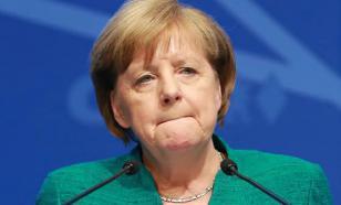 Меркель сидя выслушала государственные гимны Китая и Германии
