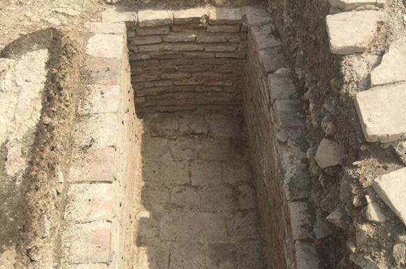 В Крыму обнаружили пустой греческий саркофаг