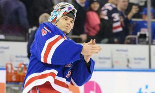 Российский вратарь Георгиев признан первой звездой дня в НХЛ
