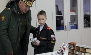 Суворовцы Перми показали Шойгу собственного стреляющего робота