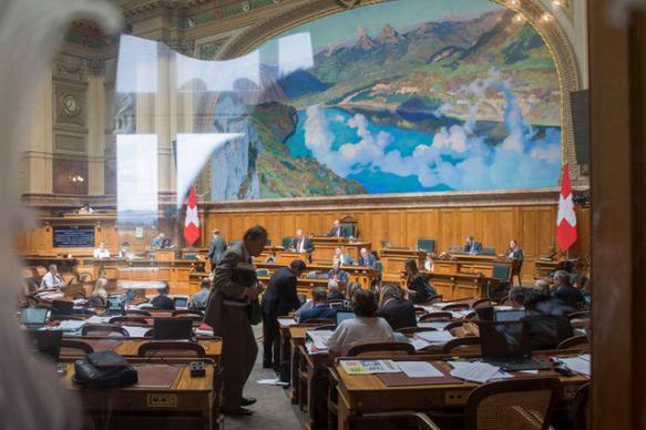 Швейцарский парламент поддержал отпуск для отцов при рождении детей