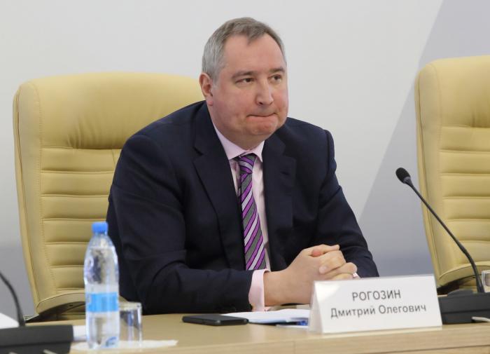 Дмитрия Рогозина разозлили идиотские смайлики в Фейсбуке