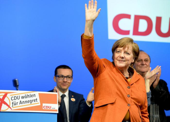 Партия Меркель уверенно победила на региональных выборах в Германии