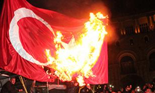 Флаг Турции сожгли в Греции