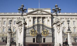 Слуга Елизаветы II обворовал королеву на 100 тысяч фунтов