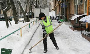 Коммунальщики Омска не могут справиться со снегом