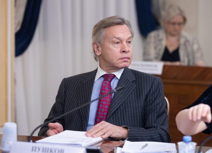 Пушков рассказал, чему в России уделяют слишком много внимания