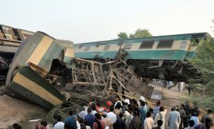 Столкновение поездов в Пакистане: погибли более 30 человек