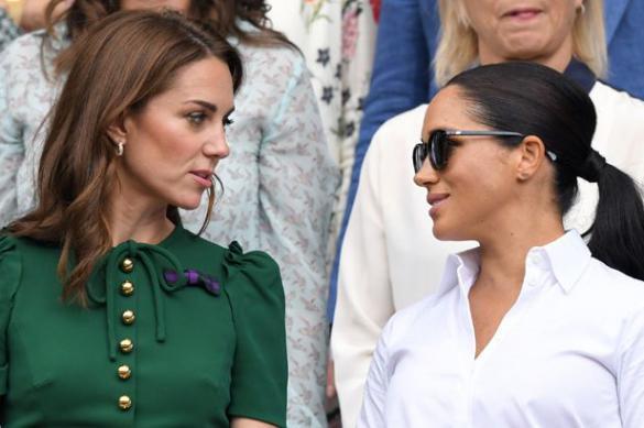 Меган Маркл позавидовала Кейт Миддлтон из-за поддержки дворца