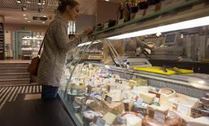 Диетолог рассказала, кому нельзя есть плавленный сыр