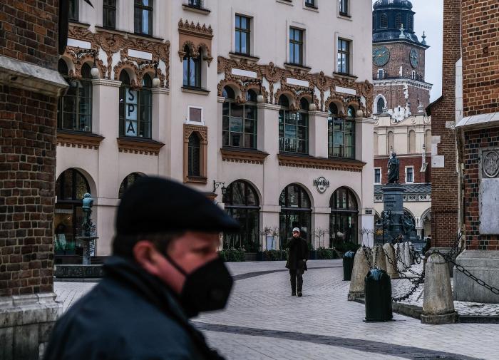 Жители Польши не верят в вакцины: власти примут меры