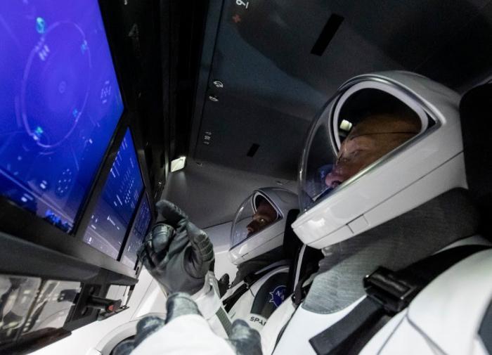 Илон Маск рассказал о распорядке дня космических туристов на борту Crew Dragon