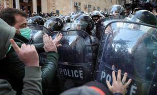 Горячих грузинских парней охладили полицейскими водомётами