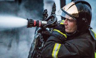В Екатеринбурге горит лакокрасочный завод