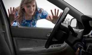 Дверь машины захлопнулась, а ключи внутри. Что делать?
