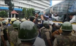 Индийцы протестуют против закона о гражданстве в новогоднюю ночь