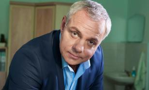 Актер Александр Мохов оставался на улице после ссор с женами