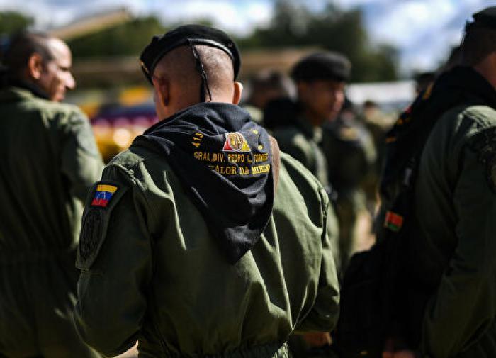 Войска Венесуэлы подошли к границе с Колумбией