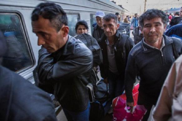 Мигранты отправили в Киргизию 2,2 млрд долларов в 2019 году