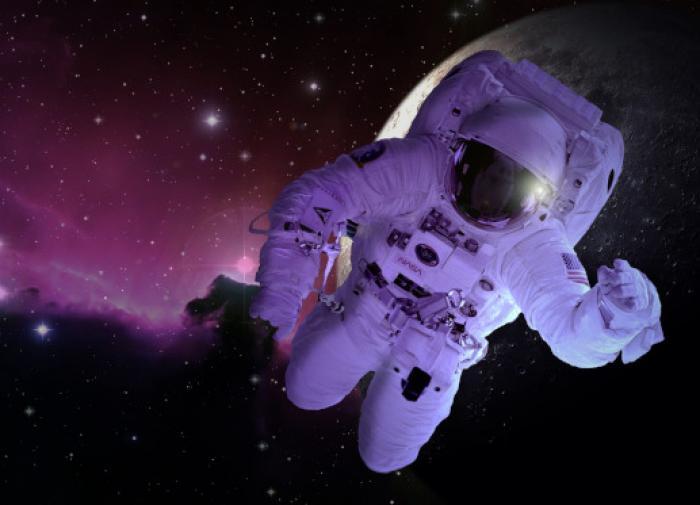 Космический турист впервые совершит выход в открытый космос