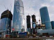 Сильный ветер завалил строительные леса напротив Москва-Сити