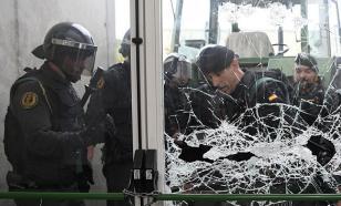 Полиция Испании выломала дверь участка, где собирался голосовать глава Каталонии