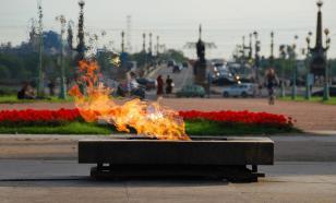 Вечный огонь в Санкт-Петербурге залили газировкой
