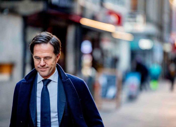 Детские пособия стали причиной отставки правительства Нидерландов