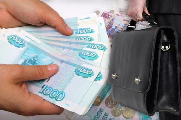 Денег нет, но им поднимем: чиновникам взвинтят зарплаты
