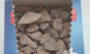 """Покупательница тюменской """"Пятерочки"""" нашла в коробке с сахаром камни"""
