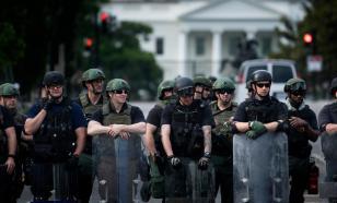В США распускают полицию, а народ закупается оружием