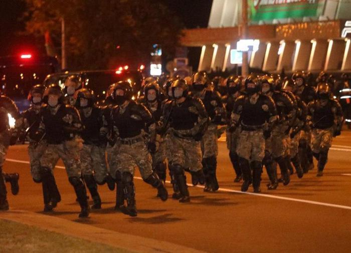 """Белоруссия: на помощь милиции брошен """"военный спецназ"""""""