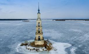 Знаменитую затопленную колокольню в Калязине восстановят