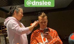 Футболист Тарасов пошутил над азиатским парикмахером из-за коронавируса