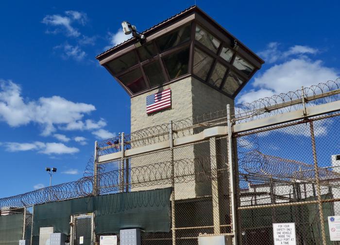 Более 16 лет в тюрьме без предъявления обвинений – освобождён узник Гуантанамо