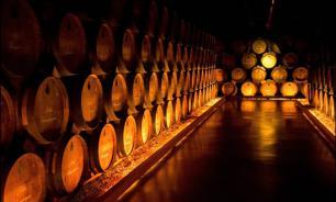 El Pais: в Испании при чистке винной бочки погибли два румына