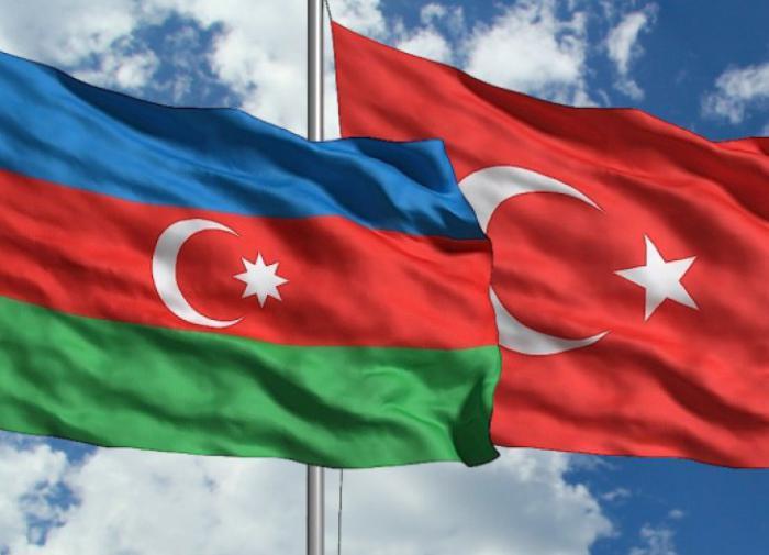 """""""Одна нация - два государства"""": Анкара и Баку хотят создать совместную армию"""
