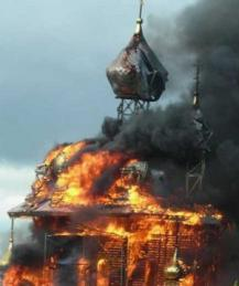 Украинцы начнут жечь храмы РПЦ на Покров?