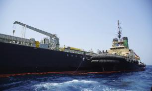Причиной взрыва на иранском танкере могли стать ракетные удары