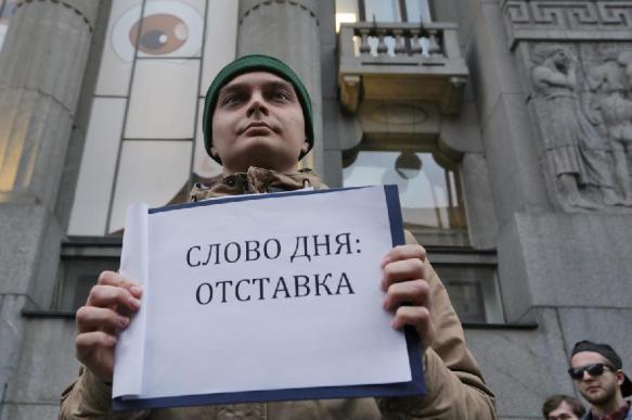 От власти требуют раздать по 25 тысяч рублей. Или в отставку