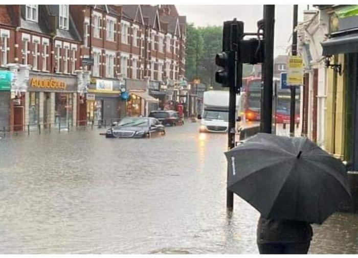"""Лондон затопило """"библейским ливнем"""""""