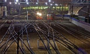 На железной дороге в Москве голый мужчина устроил переполох