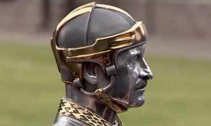 Президент Узбекистана подарил Лукашенко статуэтку