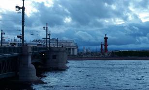 Дамбу Петербурга перекрыли из-за угрозы наводнения