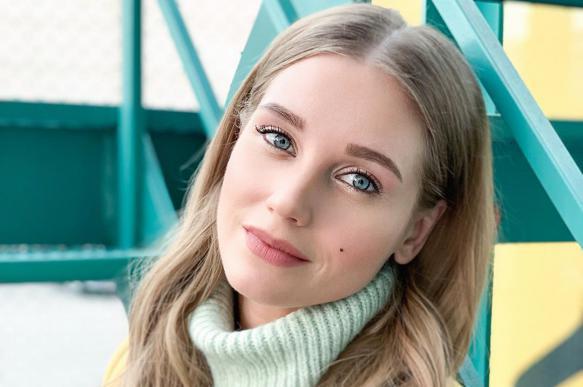 Жена Гарика Харламова пожаловалась на обжорство во время самоизоляции