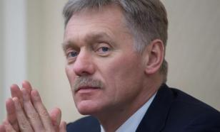 Песков прокомментировал инцидент с порванным портретом Путина
